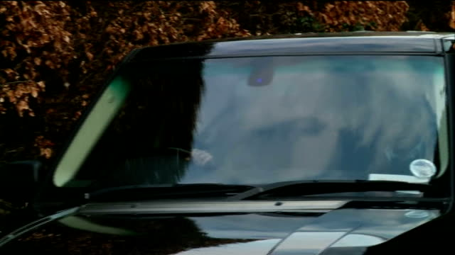coronation street actor william roach arrested over rape of 15-year-old in 1967; cheshire: wilmslow: ext roache sat in front passenger seat of car... - såpopera bildbanksvideor och videomaterial från bakom kulisserna