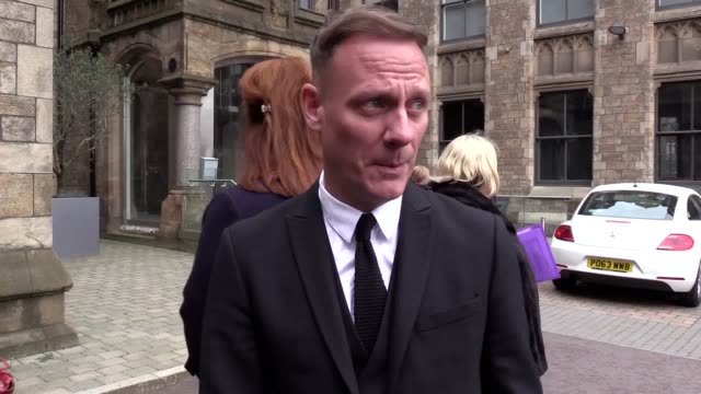 coronation street actors jenny mcalpine anthony cotton helen worth michael le vell and alan halsall and samia longchambon pay tribute to former... - マイケル レ ベル点の映像素材/bロール