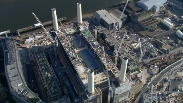 vídeos y material grabado en eventos de stock de volunteers sought for nhs as uk sees highest virus deaths in a day; england: london: ext air view contruction site at battersea power station aerial... - channel 4 news