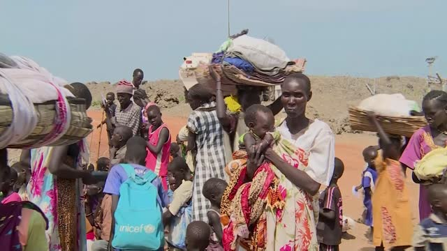 vidéos et rushes de aid charities warn of dangers of covid in countries already close to collapse; england: int saleh saeed interview via internet sot cutaway rear view... - décharger