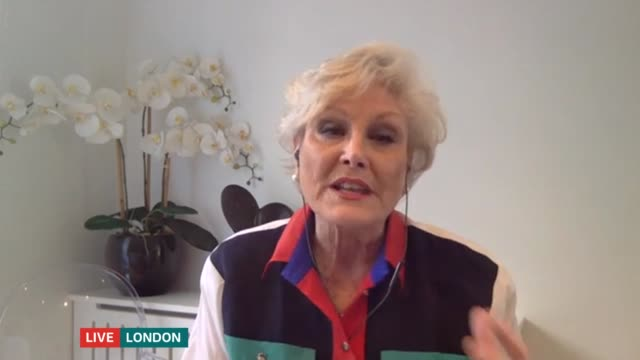 angela rippon encourages older people to use ballet to stay active during the outbreak; england: london: int angela rippon live interview via... - アンジェラ リッポン点の映像素材/bロール