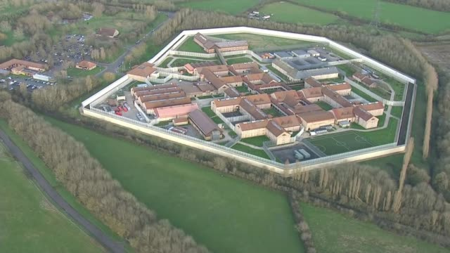 authorities continue to try and control spread in brighton england oxfordshire hm prison bullingdon bullingdon prison complex - oxfordshire video stock e b–roll
