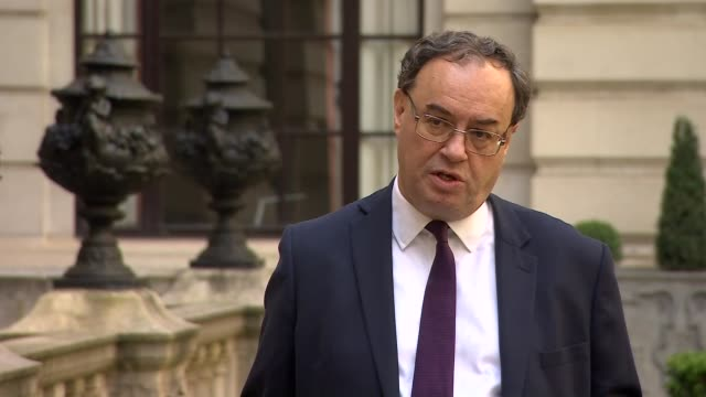 bank of england governor andrew bailey interview england london city of london bank of england ext andrew bailey interview sot re recession caused by... - バンク オブ イングランド点の映像素材/bロール
