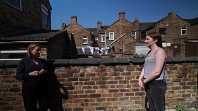 become charity survey reveals two thirds of students concerned about paying their rent and struggling with isolation england staffordshire ext hannah... - ジャッキー ロング点の映像素材/bロール