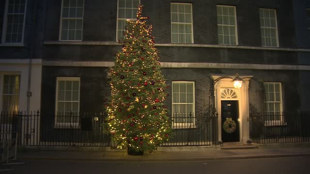 boris johnson fighting conservative revolt ahead of vote on new restrictions; england: london: westminster: downing street: ext / night gvs christmas... - politics点の映像素材/bロール