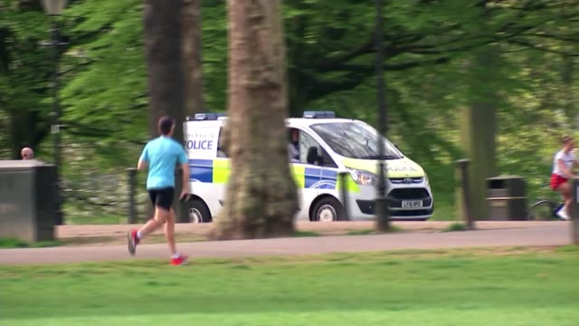 boris johnson leaves hospital and begins recuperation at chequers; england: london: battersea: battersea park: ext gv police van along through park... - b rolle stock-videos und b-roll-filmmaterial