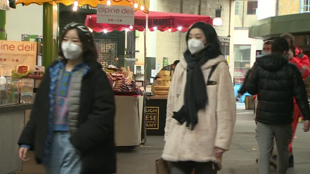 borough market becomes uk's first outdoor venue to legally enforce wearing face masks; england: london: southwark: ext various shots of stall holders... - itv london lunchtime news stock videos & royalty-free footage