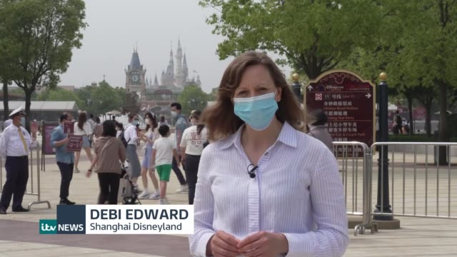 china's disneyland reopens in shanghai; shanghai, china; various shots of park goers along queuing system with social distancing instructions and... - itv news at ten点の映像素材/bロール