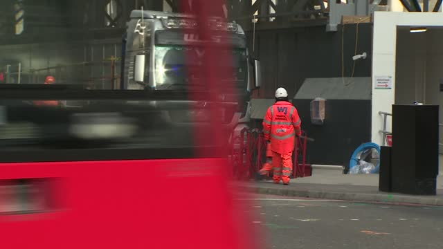 city of london gvs on first day of 4-week lockdown; england: london: the city: ext low angle views crane and reflection in glass front of building... - construction frame stock videos & royalty-free footage