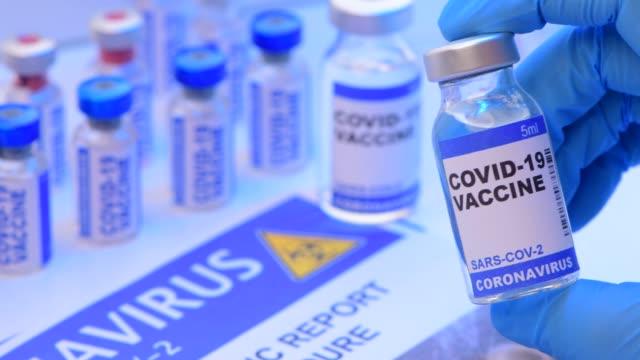 coronavirus covid 19 vaccine research - kit di analisi video stock e b–roll