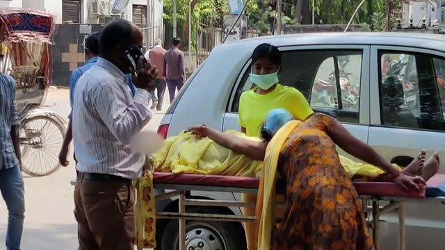 covid-19 cases surge as world health organisation calls for international support; india: mumbai: ext cyclist along deserted city centre street... - india stock videos & royalty-free footage