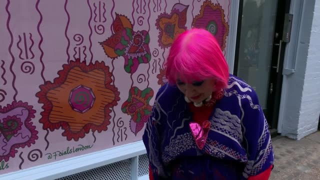dame zandra rhodes gives streets in central london a makeover to bring area back to life post lockdown; england: london: seven dials: ext dame zandra... - machine part stock videos & royalty-free footage