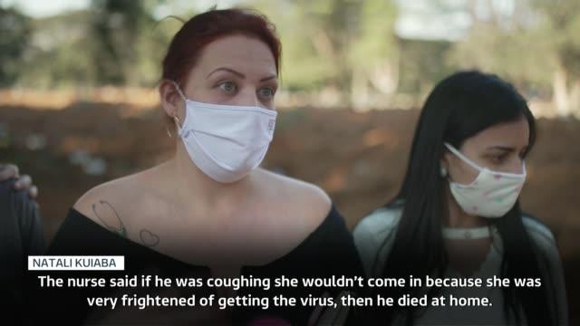 coronavirus death toll soars in brazil; brazil: sao paulo: vila formosa cemetery: ext undertakers in ppe white protective suits and gloves carry... - brasilien bildbanksvideor och videomaterial från bakom kulisserna