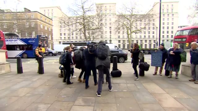 discussion of steps that can be taken to tackle spread of virus uk london jacob reesmogg arriving for cobra meeting boris johnson at public health... - キャシー・ニューマン点の映像素材/bロール