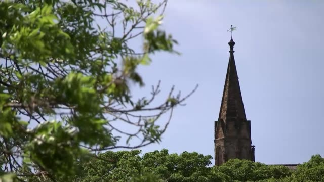 stockvideo's en b-roll-footage met dominic cummings lockdown trip: view from barnard castle; england: county durham: ext wide shot church tower and leafy branches in foreground left gv... - county durham engeland