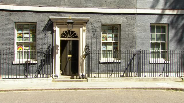 dominic cummings to give press conference to explain lockdown trip; england: london: westminster: downing street: ext larry the cat being let out of... - 10 downing street stock videos & royalty-free footage