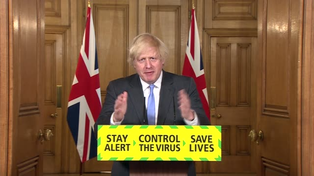 vídeos de stock, filmes e b-roll de downing street press conference june 23rd; england: london: westminster: downing street: int boris johnson mp press conference statement sot. - some... - evitar os outros