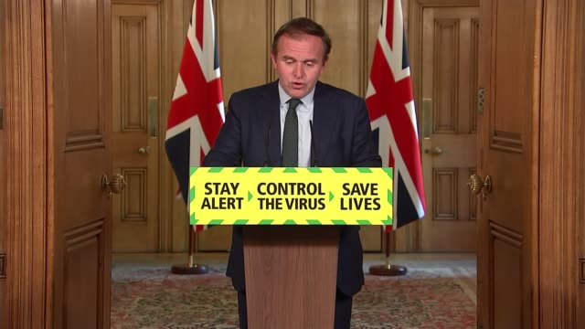 stockvideo's en b-roll-footage met downing street press conference may 20th england london westminster downing street int george eustice mp and professor dame angela mclean answering... - politics