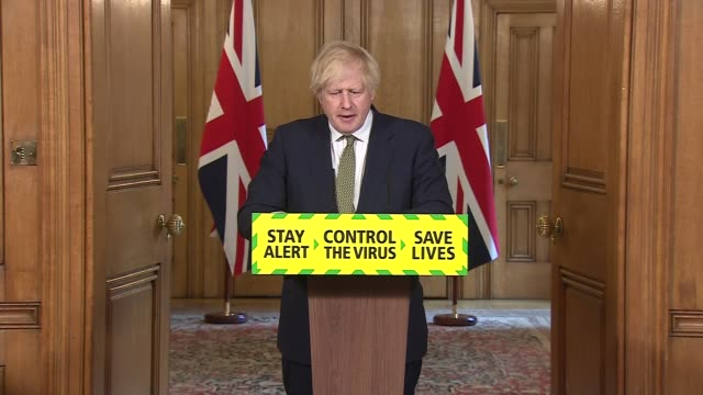 vidéos et rushes de downing street press conference may 24th; england: london: westminster: downing street: int press conference part 2 of 9 boris johnson mp statement... - boris johnson