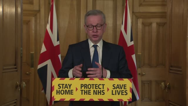vídeos de stock, filmes e b-roll de downing street press conference may 3rd; england: london: westminster: downing street: int press conference part 5 of 13 michael gove mp and... - dependência