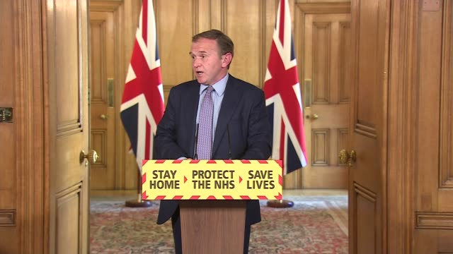 stockvideo's en b-roll-footage met downing street press conference may 8th; england: london: downing street: number 10: int professor stephen powis and george eustice mp answering... - number 8