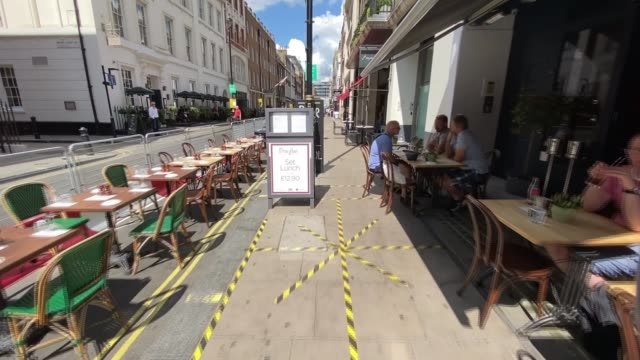 'eat out to help out' restaurant scheme begins england london sequence / timelapse empty tables outside restaurants in soho irene margariti interview... - itv放送点の映像素材/bロール