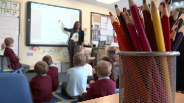 england's schools face spiralling cost of coronavirus; england: cheshire: northwich: hartford manor primary school: int reporter to camera various of... - classroom stock videos & royalty-free footage