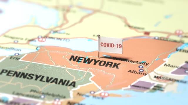 bandiera del coronavirus a new york - new york stato video stock e b–roll