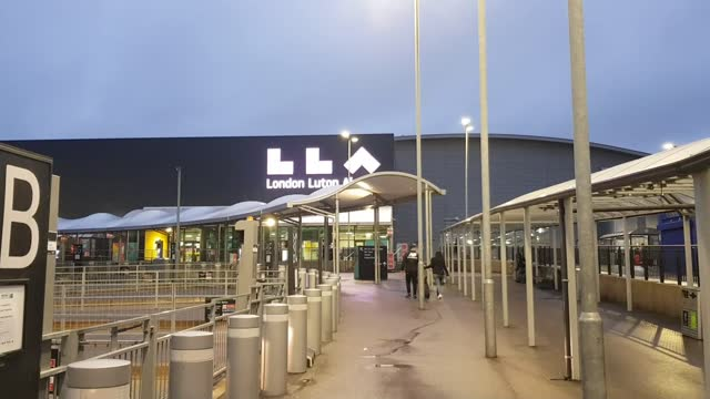 stockvideo's en b-roll-footage met forty countries ban arrivals from britain due to new covid-19 strain; belgium: bruseels: brussels-south railway station: ext gv bruxelles-midi... - politics