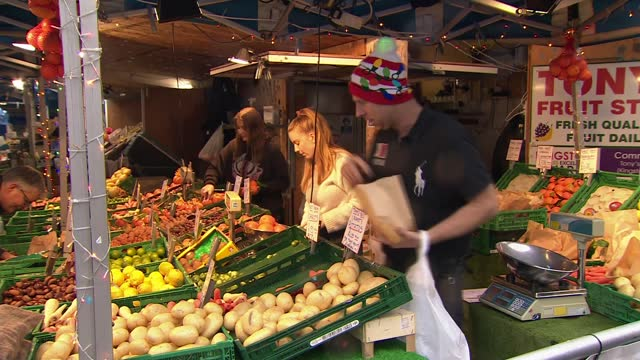 stockvideo's en b-roll-footage met further areas of england raised to tier 4 to combat spread of virus; england: london: kingston: ext various of grocer putting brussels sprouts into... - politics