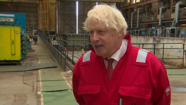 government advise wearing of face masks in lockdown area schools in another policy uturn uk prime minister tours appledore shipyard in devon and... - {{relatedsearchurl(carousel.phrase)}}点の映像素材/bロール