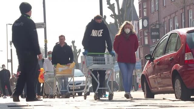 government to investigate west midlands hotspot uk birmingham street busy with pedestrians and traffic despite the shutdown because of the covid19... - west midlands stock-videos und b-roll-filmmaterial