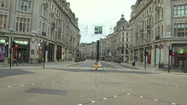 gvs deserted oxford street on boxing day; england: london: oxford street: ext gvs deserted oxford street and shop fronts / h&m / house of fraser /... - consumerism stock videos & royalty-free footage