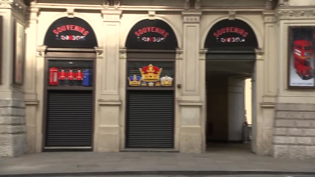 gvs of empty central london england london ext gvs road much quieter than usual / almostempty buses along at piccadilly circus / closed souvenir shop... - trafalgar square stock videos & royalty-free footage