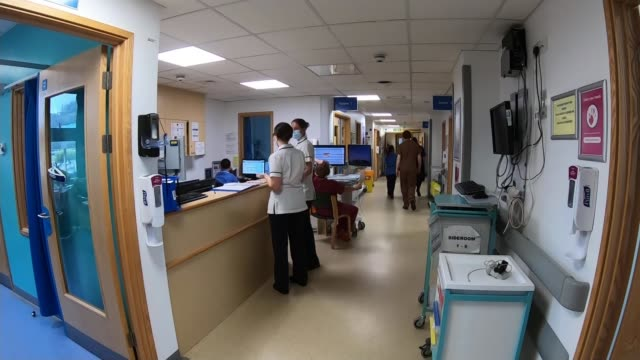 hospitals preparing for second wave: inside university hospital southampton; england: southampton: university hospital: int gv empty bed in intensive... - corridor stock videos & royalty-free footage