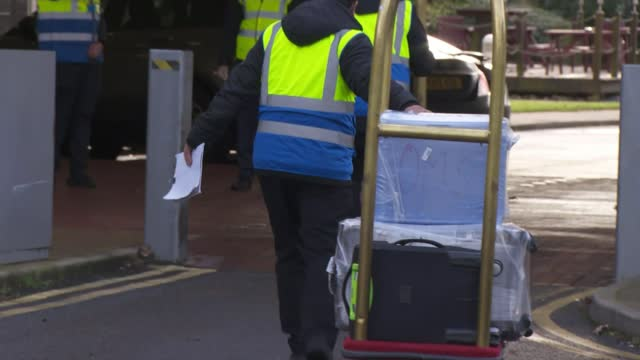 hotel quarantine begins as first guests check in for 10-day stay; england: london: ext people along towards hotel hotel workers wheeling baggage... - hotel stock videos & royalty-free footage