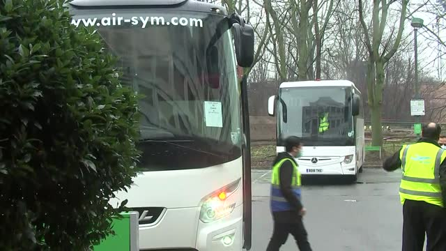 hotel quarantine begins: passengers arriving at hotels near heathrow airport; england: london: heathrow: heathrow airport: ext sign 'holiday inn' /... - hotel stock videos & royalty-free footage