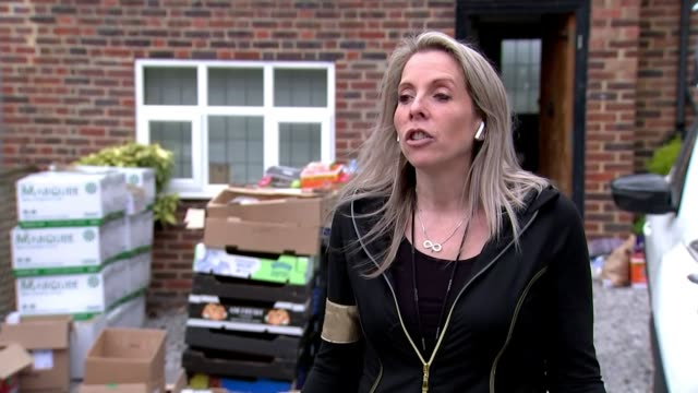 'in this together': network of volunteers and businesses delivering food to nhs staff; england: hertdordshire: ext various of katie icklow and her... - 国民保険サービス点の映像素材/bロール