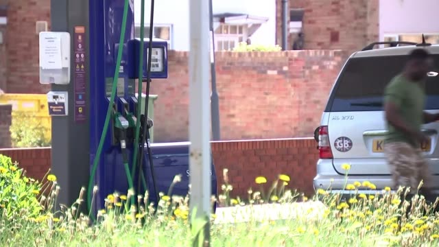 inflation falls to lowest level for nearly four years; england: ext cost of sale and litres shown on petrol pump screen at petrol station driver... - refuelling stock videos & royalty-free footage