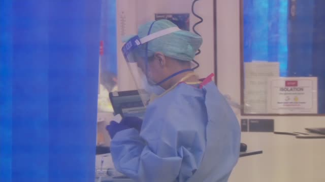kingston hospital intensive care unit; uk, london, kingston-upon-thames; kingston hospital; staff wearing full protective equipment working in sealed... - uk video stock e b–roll