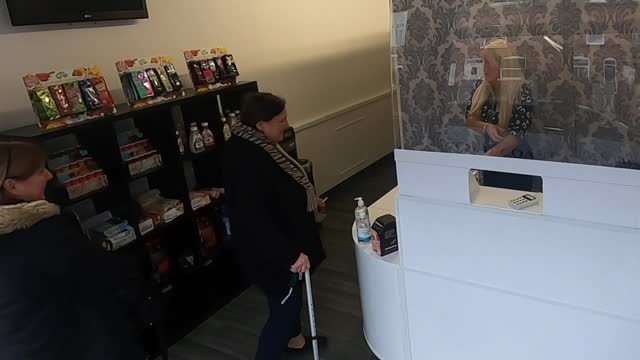 'life under lockdown': report on three nottingham families; england: nottinghamshire: nottingham: ext selina farnsworth and angela davis setup shots... - hot drink stock videos & royalty-free footage
