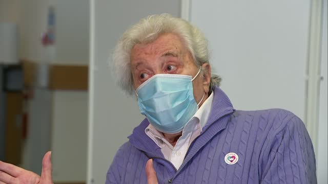 lionel blair receives covid-19 vaccine; england: surrey: epsom / leatherhead: int lionel blair interview sot - lionel blair stock videos & royalty-free footage