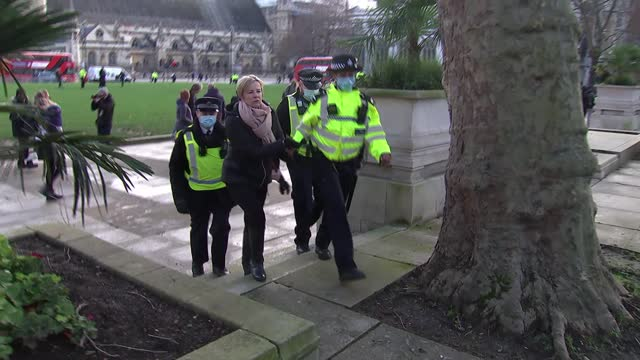 london anti-lockdown protest; england: london: westminster: parliament square: ext various of group of anti-coronavirus lockdown protesters gathered... - handcuffs stock videos & royalty-free footage
