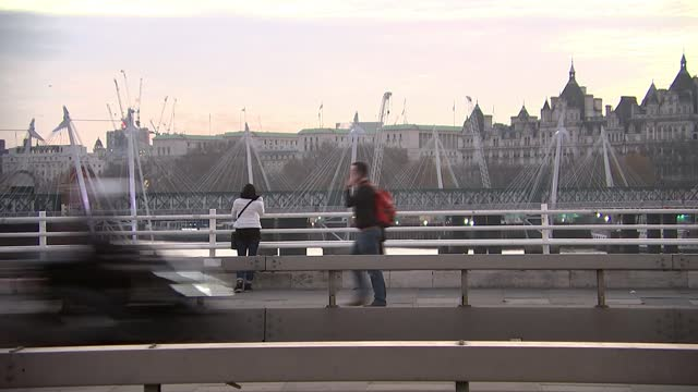 london to be moved into tier 2 restrictions; england: london: waterloo: ext / dusk black taxis and cars along across waterloo bridge general view... - clock tower stock videos & royalty-free footage
