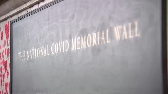 vidéos et rushes de memorial wall general views; england: london: waterloo: ext gvs memorial wall with sign 'the national covid memorial wall' and love hearts for... - lambeth