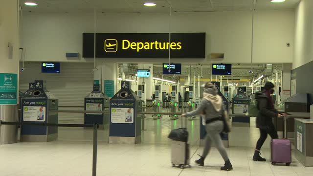 stockvideo's en b-roll-footage met new rules for people entering uk to come into force; england: west sussex: gatwick airport: people along towards departures - new not politics