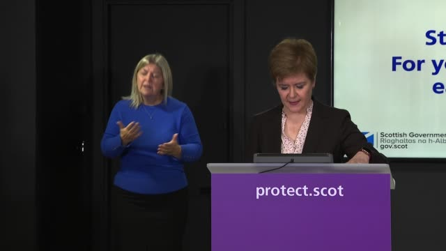 nicola sturgeon press conference september 30th; part 1 of 1 scotland: edinburgh: st andrew's house: int nicola sturgeon msp along to conference and... - 30 seconds or greater stock-videos und b-roll-filmmaterial