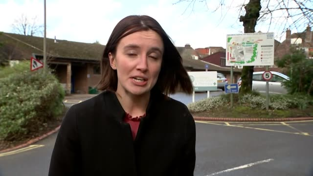 outbreak spreads to 61 countries and territories england surrey haslemere ext doors to haslesmere health centre visited by man who tested positive... - itv london tonight weekend点の映像素材/bロール