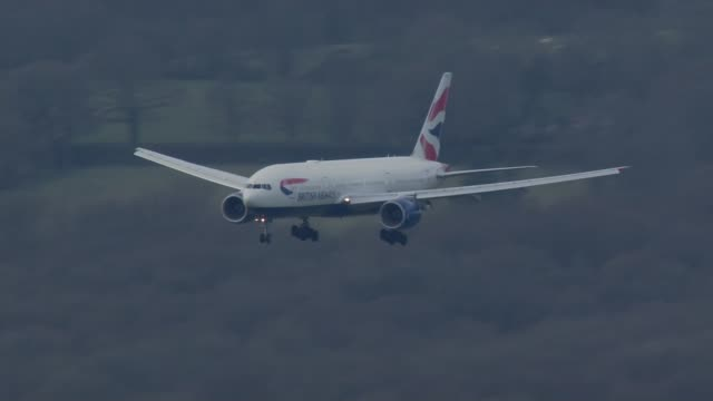plane with british citizens being repatriated from peru landing at gatwick; england: west sussex: gatwick airport: ext air view british airways plane... - ガトウィック空港点の映像素材/bロール
