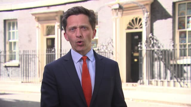 police say dominic cummings may have breached lockdown rules with durham trip; england: london: downing street: ext reporter to camera country... - durham england bildbanksvideor och videomaterial från bakom kulisserna